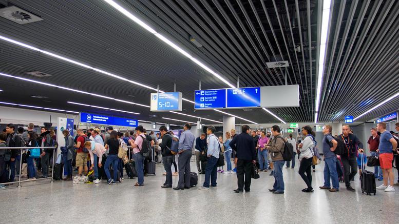 «Νιώσαμε ταπεινωμένοι ως Ελληνες ταξιδιώτες σε Γερμανία»