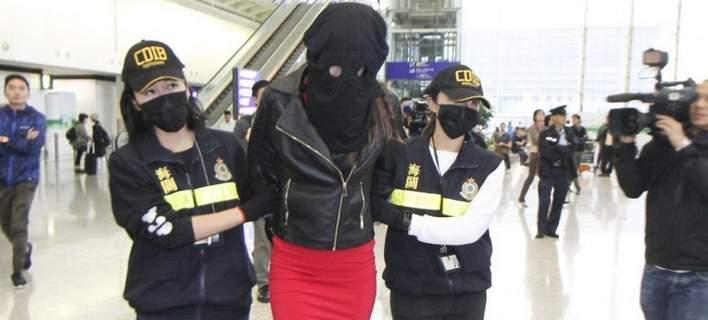 Συνέλαβαν 19χρονη Ελληνίδα μοντέλο στο Χονγκ Κονγκ που μετέφερε κοκαΐνη