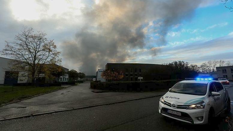 Φωτιά σε εργοστάσιο με βάφλες έπνιξε στον καπνό τις Βρυξέλλες