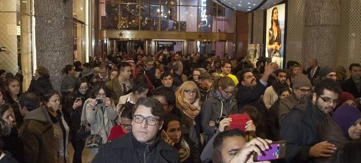 Ποδοπάτημα στην Αμερική για τις προσφορές της Black Friday [εικόνες]
