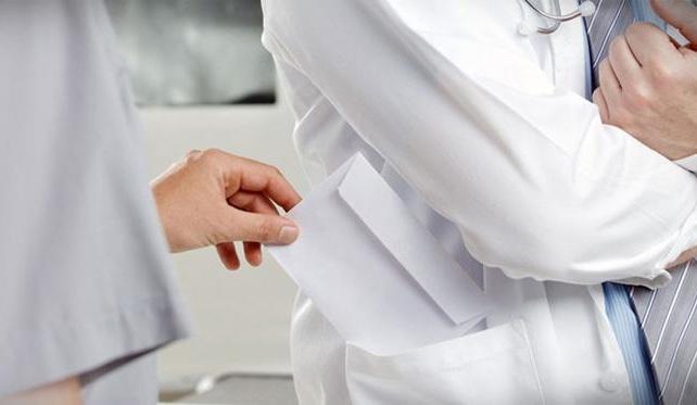 Συνελήφθη γιατρός στο «Παπαγεωργίου» που ζήτησε «φακελάκι» για χειρουργική επέμβαση
