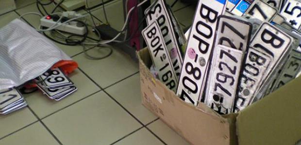 Εκατοντάδες οδηγοί κατέθεσαν πινακίδες στην εφορία Βόλου