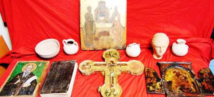 Αρχαιοκάπηλος είχε στην κατοχή του ανυπολόγιστης αξίας βυζαντινές εικόνες και αγγεία [εικόνες]