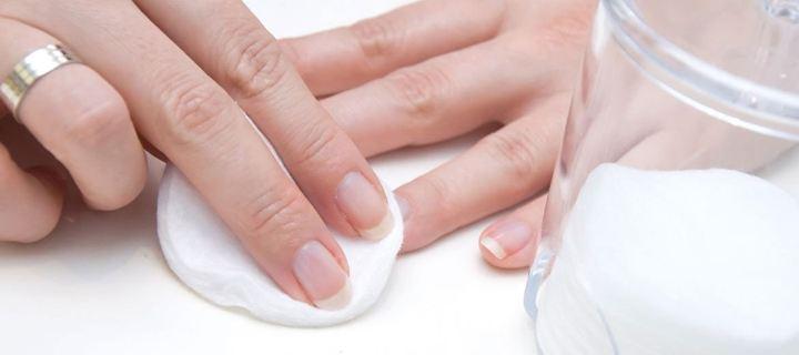 Πώς να αφαιρέσουμε το βερνίκι από τα νύχια μας χωρίς ασετόν