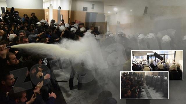 Ξύλο, χημικά και τραυματίες στο Ειρηνοδικείο Αθηνών [εικόνες]
