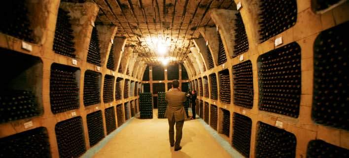 Το μεγαλύτερο κελάρι του κόσμου είναι... πόλη. Φιλοξενεί 2 εκατ. μπουκάλια κρασιού! [εικόνες]