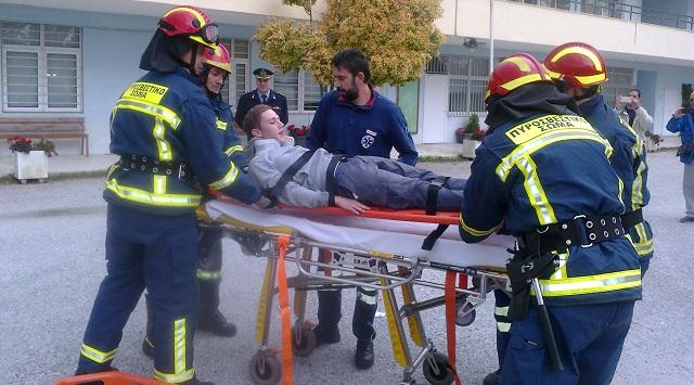 Ετοιμότητα πυροσβεστών, ανταπόκριση μαθητών σε άσκηση για σεισμό