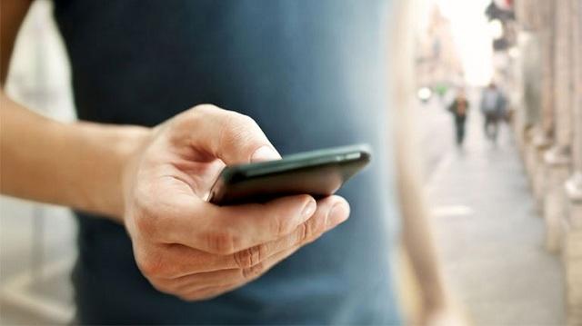 Έρευνα: Η εξάρτηση από το smartphone δημιουργεί ανισορροπία στον εγκέφαλο
