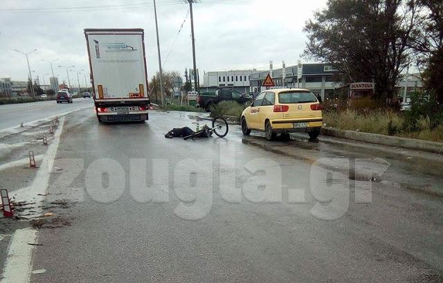 Φορτηγό αποκεφάλισε ποδηλάτη σε τροχαίο στην Εθνική Οδό [σκληρή εικόνα]