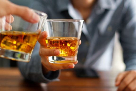 10 πράγματα που πρέπει να ξέρεις πριν ξαναπιείς ουίσκι