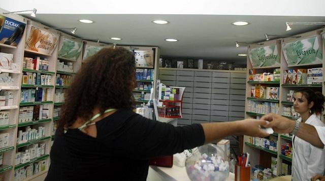 Απελπισμένοι οι φαρμακοποιοί στη Θεσσαλονίκη: Μοιράζουμε ένα κουτί σε τρεις ασθενείς