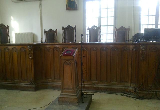 Άνω-κάτω τα δικαστήρια