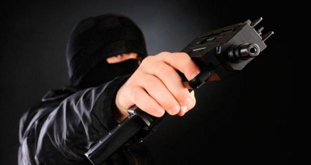 Απόπειρα ένοπλης ληστείας από κουκουλοφόρους σε πρατήριο καυσίμων στη Λάρισα