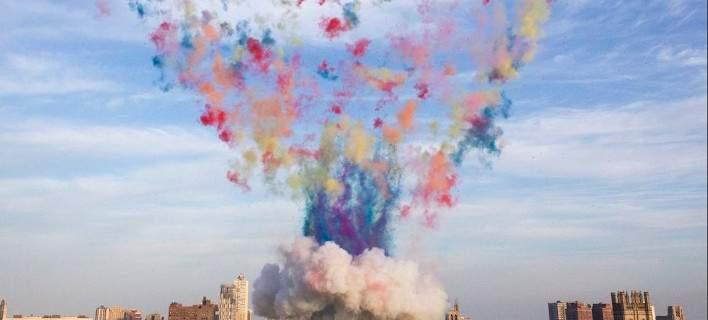 Eνα πολύχρωμο μανιτάρι κάλυψε τον ουρανό του Σικάγο [εικόνες-βίντεο]
