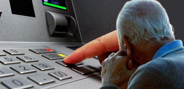 Βοήθησε ηλικιωμένο να κάνει ανάληψη και τον... ξάφρισε
