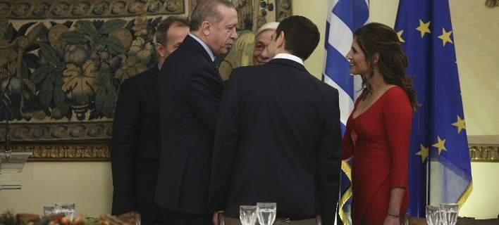 Το παρασκήνιο του δείπνου στο Προεδρικό: Ο αγέλαστος Ερντογάν, τα πηγαδάκια, οι καλοντυμένες κυρίες