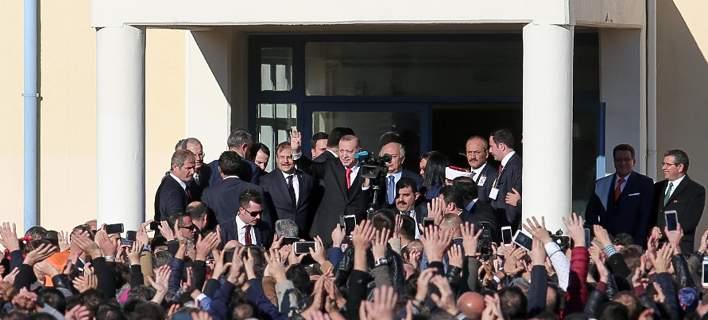 «Αλλα συμφωνήσαμε κ. Πρόεδρε»: Μίνι διπλωματικό επεισόδιο στην Κομοτηνή