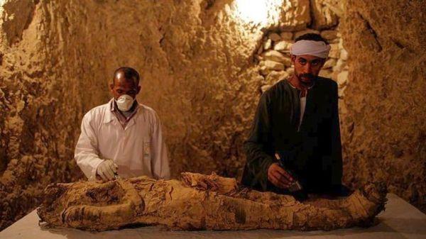 Αρχαιολόγοι ανακάλυψαν μια μούμια στο Λούξορ