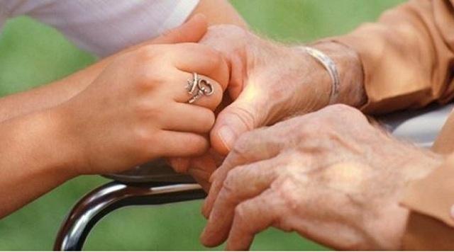 Έρευνα: Η ανώτερη μόρφωση αποτελεί ανάχωμα στη νόσο Αλτσχάιμερ