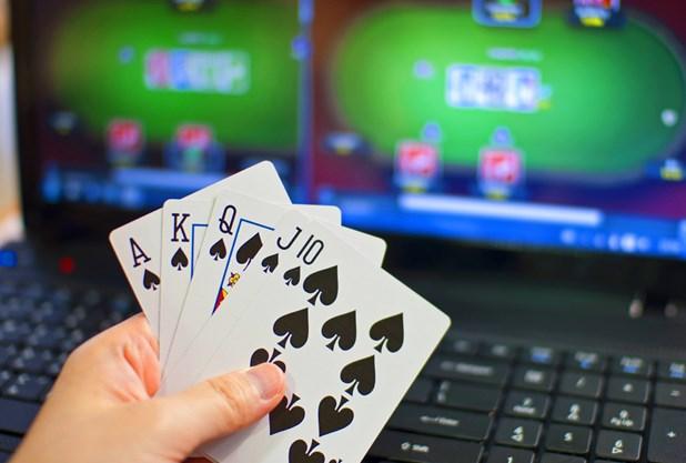 Τέσσερις συλλήψεις για παράνομα τυχερά παιχνίδια σε καφενείο