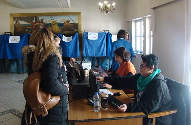Σε εξέλιξη η καταμέτρηση των ψήφων στο Επιμελητήριο
