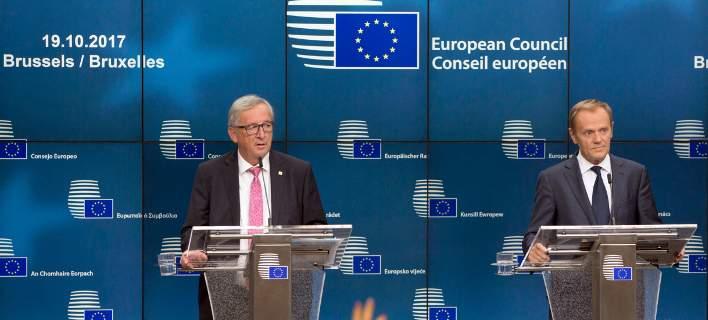 Χωρισμένη στα δύο η ΕΕ για το προσφυγικό: Μαίνεται η κόντρα Τουσκ-Γιούνκερ