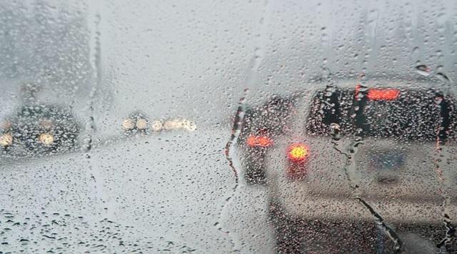 Διακοπές κυκλοφορίας στο οδικό δίκτυο λόγω βροχοπτώσεων. Πού χρειάζονται αλυσίδες