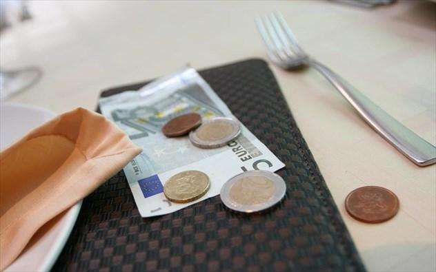 Φιλοδώρημα: πόσο και πότε επιβραβεύουμε το σερβιτόρο;