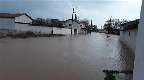 Πνίγηκε η Ροδόπη, πλημμύρισαν σπίτια και δρόμοι