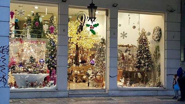 Σε ρυθμούς Χριστουγέννων η αγορά του Αλμυρού