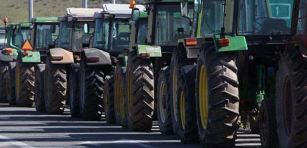 Οι αγρότες «ζεσταίνουν» τα τρακτέρ και ετοιμάζουν μπλόκα