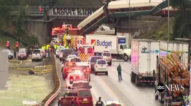 Νεκροί και τραυματίες από εκτροχιασμό τρένου στην Ουάσινγκτον