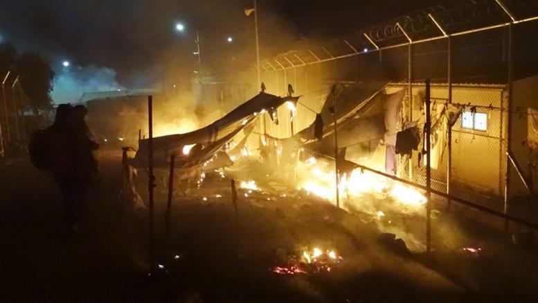 Επεισόδια με 15 τραυματίες μεταξύ μεταναστών στη Μόρια