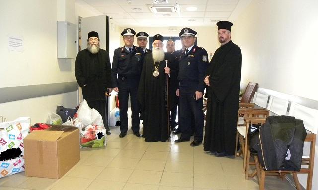 Τρόφιμα, ρούχα και παιχνίδια πρόσφεραν οι αστυνομικοί