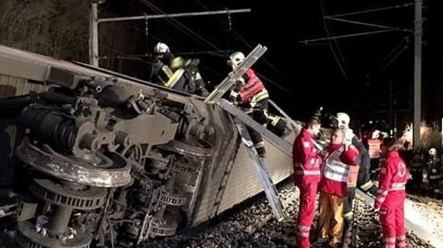 Σύγκρουση τρένων κοντά στη Βιέννη. Πολλοί τραυματίες και εγκλωβισμένοι