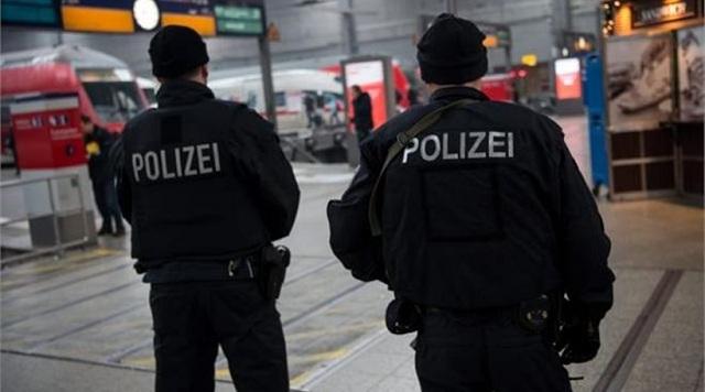 Γερμανία: Πάνοπλοι αστυνομικοί έξω από τους καθεδρικούς ναούς