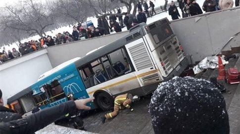 Μόσχα: Λεωφορείο έπεσε πάνω σε πεζούς, 5 νεκροί [Βίντεο]