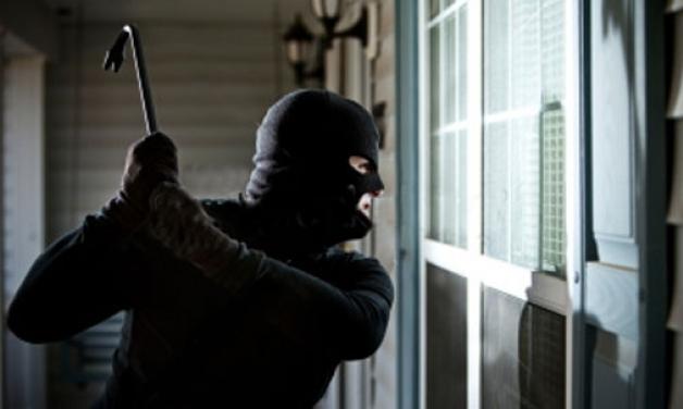 Νεαροί μπήκαν στο σπίτι 64χρονης και έκλεψαν 1.800€