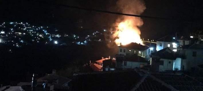 Διώροφο σπίτι στο Μέτσοβο παραδόθηκε στις φλόγες