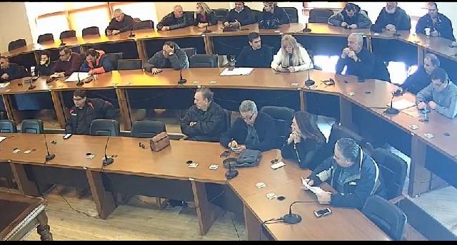 Μικροσυγκρούσεις για τυπικές αποφάσεις στο Δημοτικό Συμβούλιο