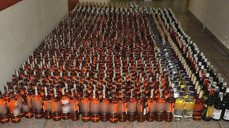 Μπλόκο σε φορτηγό με χιλιάδες μπουκάλια λαθραία ποτά