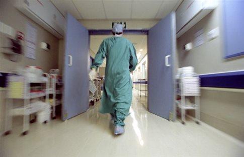 Γαλλία: Γιατρός απολύθηκε για τη... μακριά γενειάδα του