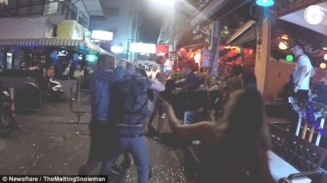 Βρετανοί στην Ταϊλάνδη γιόρτασαν τον νέο χρόνο με... μπουνιές