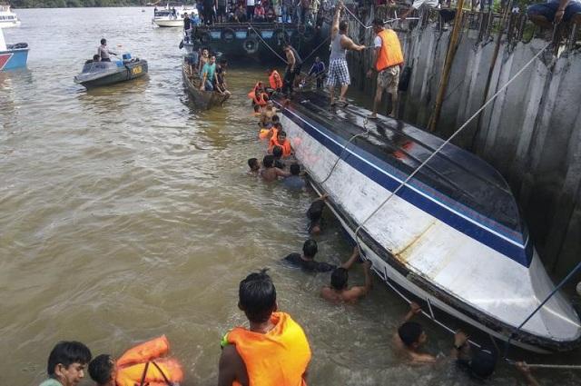 Πολύνεκρο ναυάγιο στην Ινδονησία