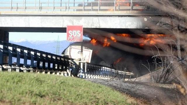 Ιταλία: 6 νεκροί έπειτα από τροχαίο με βυτιοφόρο που τυλίχθηκε στις φλόγες