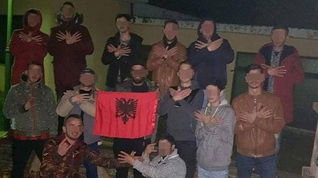 Αντιδράσεις για τις φωτογραφίες νεαρών Αλβανών σε σχολείο στον Τύρναβο