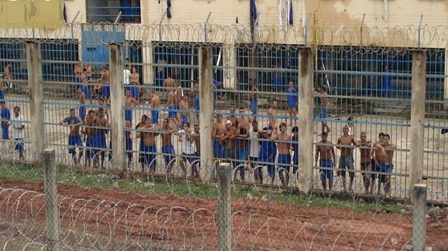 Βραζιλία: 100 δραπέτες συνεχίζουν να διαφεύγουν τη σύλληψη μετά την εξέγερση σε φυλακή