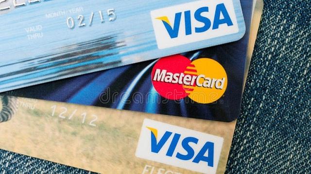 Εκτίναξη συναλλαγών με κάρτες τα Χριστούγεννα