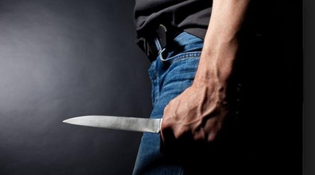 Μεθυσμένος απείλησε με μαχαίρι τους φίλους του και αστυνομικούς