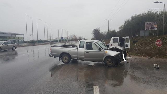 Σφοδρή σύγκρουση οχημάτων έξω από τη Λάρισα [εικόνες]